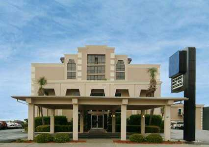 Econo Lodge Inn & Suites Beach Front Central